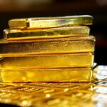 الذهب يقفز بدعم التحفيز الأمريكي وإجراءات إغلاق مرتبطة بالفيروس