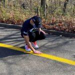 كفيف يعدو خمسة كيلومترات منفردا بمساعدة تطبيق على هاتفه