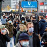 ألمانيا تتجه لتمديد العزل العام شهرا لاحتواء الموجة الثانية من كورونا