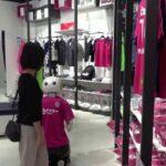 في اليابان.. روبوت يذكّر المتسوقين بضرورة وضع الكمامة