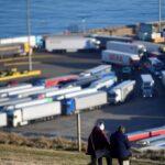 مرور أكثر من 4500 شاحنة عالقة من ميناء دوفر البريطاني إلى فرنسا