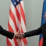 بايدن يشهر عصا العقوبات في وجه روسيا.. وبوتين يتمسك بـ«المعاملة بالمثل»