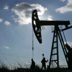 النفط يتراجع 1% مع ارتفاع الإصابات بكورونا في الصين