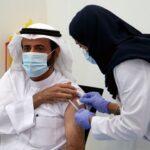 وزير الصحة السعودي يتلقى أول جرعة من لقاح كورونا