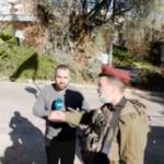 قوات الاحتلال تعتدي على طاقم قناة الغد في الخليل