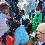 نتنياهو وغانتس يستقبلان المئات من يهود الفلاشا المهاجرين لإسرائيل