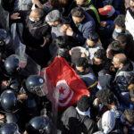 إغلاق شارعين رئيسيين أمام المحتجين في العاصمة التونسية