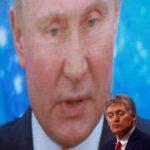 روسيا تطرد دبلوماسيين أمريكيين وتفرض عقوبات على آخرين