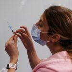 إسرائيل تدرج النساء الحوامل على قائمة أولوياتها للقاحات كورونا