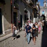 كوبا تستقبل مساعدات غذائية وطبية من دول حليفة