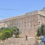 الاحتلال يغلق الحرم الإبراهيمي أمام المصلين 10 أيام