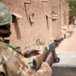 ماكرون يلتقي قادة الساحل الإفريقي لمجابهة التطرف