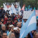 تظاهرات في الأرجنتين احتجاجا على التمييز في إعطاء اللقاحات ضد كورونا