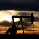 ارتفاع أسعار النفط بفضل توقعات اقتصادية وتراجع مخزونات الوقود