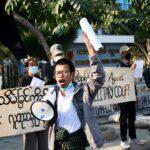 عشرات آلاف يحتجون على انقلاب ميانمار لليوم الثاني