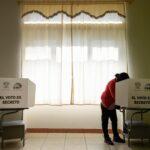 الناخبون في الإكوادور يختارون رئيسا جديدا