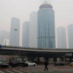 الضباب الدخاني يثير جوا من الكآبة في بكين خلال عطلة رأس السنة القمرية