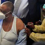 زيمبابوي تدشن برنامج تطعيمات كوفيد-19