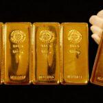الذهب يصعد مع زيادة الإقبال بفعل انخفاض الدولار وعوائد السندات