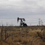 أسعار النفط تبلغ أعلى مستوياتها منذ أكثر من 13 شهرا