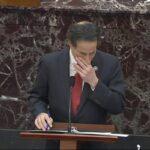 السيناتور راسكين يبكي خلال إقرار محاكمة ترامب