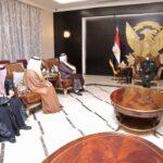 البرهان يطلع على مجهودات «آل مكتوم» الخيرية لدعم مشروعات سودانية