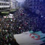 هل تنبئ مظاهرات حراك الجزائر بعودة المسيرات الأسبوعية المطالبة بالتغيير الجذري؟
