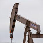 وكالة الطاقة الدولية ترفع توقعها لطلب النفط مع تحسن الآفاق بفضل اللقاحات