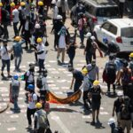 شرطة ميانمار تفرق مجددا حشود المحتجين بعد أدمى يوم منذ الانقلاب