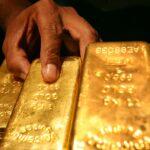 الذهب ينزل عن ذروة شهرين.. وقوة الدولار تحد من جاذبيته