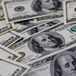 الدولار قرب ذروة شهر مع التركيز على التضخم