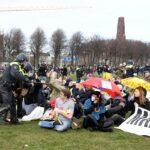 تفريق مظاهرات في هولندا ضد سياسات الحكومة