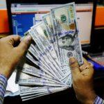 الدولار يهبط لأقل سعر في أكثر من شهرين إثر بيانات التوظيف الأمريكية