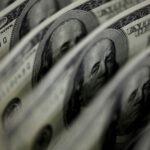 الدولار يربح في ظل ارتفاع عوائد الخزانة الأمريكية بفضل رهانات على التعافي