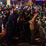 رئيس وزراء بريطانيا ينتقد الهجمات «المشينة» على الشرطة في بريستول