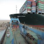 رئيس القناة: تكثيف العمل لتسهيل عملية تعويم السفينة الجانحة