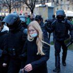 روسيا تعتقل 400 على الأقل في مسيرات تأييد للمعارض نافالني