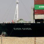 اتفاق مبدئي بين ملاك «إيفر جرين» وهيئة قناة السويس قد يحل أزمة السفينة
