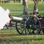 المدفعية تنطلق في أنحاء بريطانيا تكريما للأمير فيليب