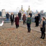 بسبب كورونا.. جوقة أوبرا لندن تقدم عرضا من على سطح دار الأوبرا الملكية