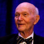 وفاة مايكل كولينز رائد الفضاء «المنسي» بمهمة أبولو 11 عن 90 عاما