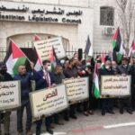 الشارع الفلسطيني يرفض تأجيل الانتخابات