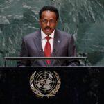 الرئيس الصومالي يوقع قانونا يمدد فترته الرئاسية عامين