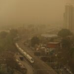 سماء بكين تتحول للأصفر مع اجتياح عاصفة رملية للعاصمة الصينية