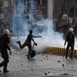 إطلاق سراح شرطيين باكستانيين احتجزهم متظاهرون مناهضون لفرنسا
