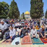 70 ألفا يؤدون صلاة الجمعة الأولى من رمضان في الأقصى