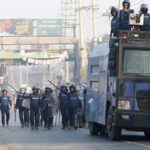 بنجلاديش.. مقتل 5 عمال محتجين على يد الشرطة