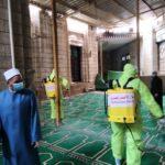 شاهد| الهلال الأحمر يساعد في تعقيم المساجد بمصر
