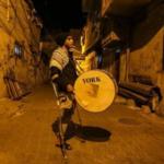 مسحراتي بقدم واحدة في غزة
