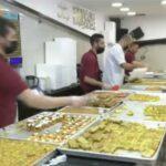 الفلسطينيون يُقبلون على شراء الحلويات بكثرة في رمضان
